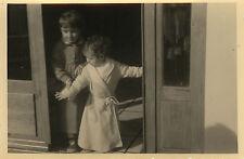 PHOTO ANCIENNE - VINTAGE SNAPSHOT - ENFANT PYJAMA DRÔLE - CHILD FUNNY