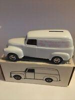 Ertl #9198 Hershey Auto Club Judged  1/25 Scale Diecast Bank 1950 Panel Truck