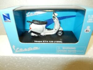 New Ray 1:32 Scale die cast  1996 Vespa ET4 125  Scooter -Mint with Box-Detailed