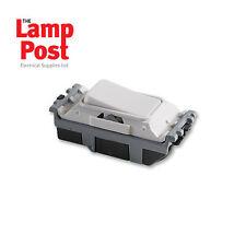 Mk CUADRÍCULA PLUS K4893WHI 20 Amp switch intermedio blanco