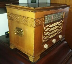 1940/1941 Vintage Deco Treasure Chest Tube Radio by General Electric model J-62