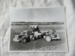 Original photo Caterpillar 988 loader loading scraper black & white 10x8 photo