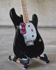 Squier Hello Kitty Stratocaster Hotrod w/ Fender Hard Case
