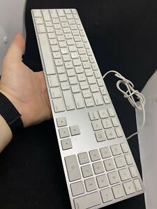 Apple A1243 Wired USB Slim Aluminum White Full Size Computer Keyboard - read