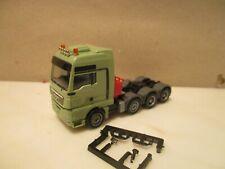 HERPA   ------ vierachser Zugmaschine --  neutral hellgrün --   MAN TGX (SK60)