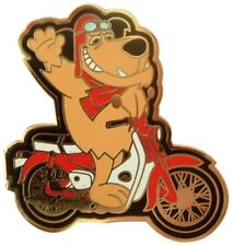 MUTTLEY RIDES THE FAMOUS CUB C50 C70 C90 NIFTY FIFTY MOPED ENAMEL PIN BADGE