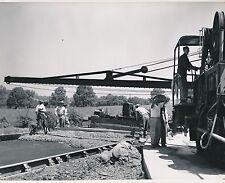 U S A c. 1950 - Ouvriers Travaux Routiers Goudronneuse - GF 608