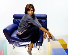 Catherine Bell UNSIGNED photo - E481 - GORGEOUS!!!!!