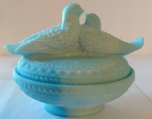 Vintage WESTMORELAND Blue Satin Milk GLASS DOVES LOVE BIRDS COVERED DISH / BOWL