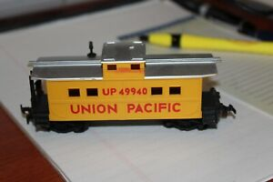 Life-Like Union Pacific UP #49940 Yellow Caboose Train Car HO Gauge Scale