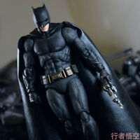 Mafex 056 DC Comics Justice League Batman PVC Action Figure Toy New in Box