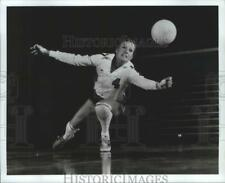 New listing 1982 Press Photo U.S. National Women's volleyball player, Dale Keough