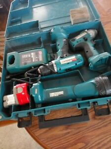 Makita Cordless Screwdriver/Drill w/ Case & Charger & Flashlight
