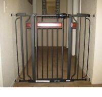 BABY SAFETY GATE Door Walk Extra Wide Child Toddler Thru Fence Pet Dog Meta