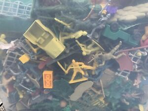 Lot of 500+ Plastic Mini Army Men Bulk Action Figures Toy Soldiers & More!