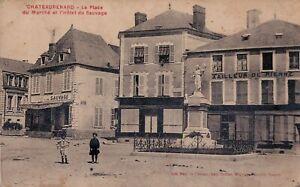 CHATEAURENARD - La Place du Marche et l'Hotel du Sauvage