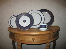 PHILIPPE DESHOULIERES *NEW* DECOR FRANCE 6613 Set 4 Assiettes + 1 Tasse