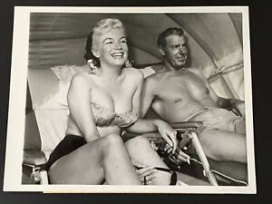 "Marilyn Monroe & Joe DiMaggio Original Press Photo 7"" x 9""  Redington Beach,1961"