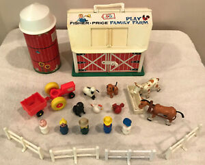Vintage FISHER PRICE Play FAMILY PLAY FARM Little People #915 22 pieces