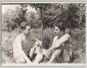 1950s HANDSOME MEN Smoke Beach Shirtless speedo muscle bulge Gay Int OLD Photo