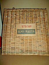 RARE caisse a cognac REMY MARTIN VSOP en osier , grande taille 43 x 45 Cm