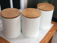 SET OF 3 WHITE EMBOSSED TEA COFFEE SUGAR JARS TINS CANISTERS WITH BAMBOO LID NEW