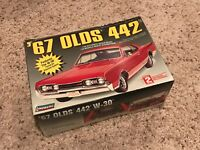 Lindberg 1967 Oldsmobile 442 W-30 Forced Air Induction 1/25 Model Car Kit NEW