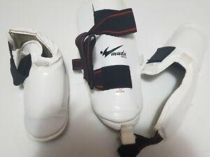 Size M Kickboxing Muay Thai Shin Guards MMA Training Equipment - White Pre-owned