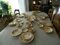 Golden Ware By Sebring 22 ct. Gold Trim Yellow Daisies Dinnerware Set for 6 10-5