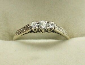 Vintage Solid 18ct Gold Three Stone Diamante Ring