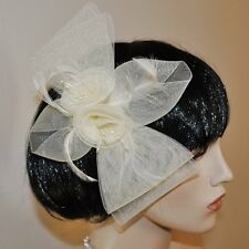 Fascinante LAZO Ramillete Flores Plumas Adorno para cabello MARFIL CUENTAS crema