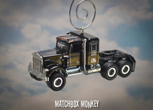 Smokey and the Bandit Custom Classic '75 Kenworth W900 Semi Truck Ornament 1/64