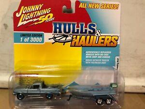 1/64 JOHNNY LIGHTNING HULLS & HAULERS 1965 FORD RANCHERO & VINTAGE FISHING BOAT