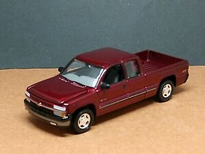 1999 CHEVROLET CHEVY SILVERADO PU TRUCK COLLECTIBLE 1/64 SCALE LIMITED EDITION