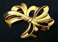 Vintage Brooch Lapel Pin Goldtone Bow Ribbon Fashion Costume Jewelry 5370F