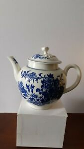 Antique 18th Century English Worcester Porcelain Teapot and cover,Fence pattern.