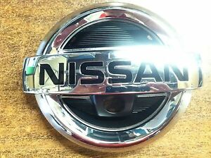 NEW OEM NISSAN ROGUE 2012-2013 FRONT GRILLE EMBLEM - WITH FRONT FACING CAMERA
