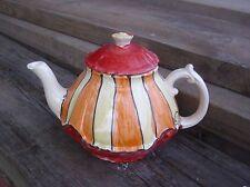 Teekannen mit geometrischem Muster