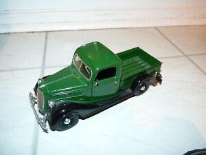 Sunnyside 1937 Ford Pickup in Green/Black - 1:24