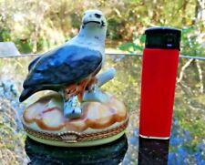 ancienne boîte à bijoux en porcelaine de Limoge forme aigle sur son nid