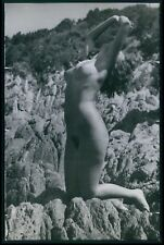 Pinup Nudist risque European pin up nude Ile du Levant 1950s Photo postcard v14