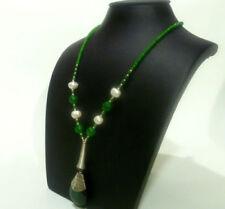 Collar de joyería verdes sin tratar