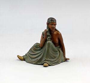 9937623 Skulptur Figur Bronze sitzende Orientalin farbig erotisch 9x8cm