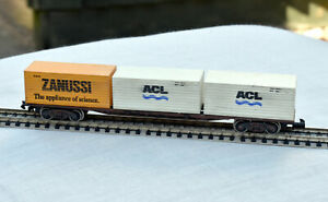 N Gauge, Graham Farish (3605) Freightliner Bogie Wagon + three 20ft Containers