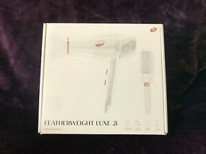 NEWT3 Featherweight Luxe 2i Professional Hair Dryer White Gold Color with Brush