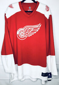 Dylan Larkin Detroit Red Wings Mens Replica Player Jersey Red Size Large NHL