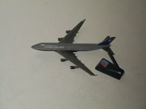 Old UNITED AIRLINES Plastic Model Plane 11""