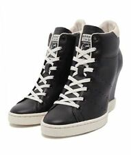 Patternless Stan Smith Lace Up Trainers for Women