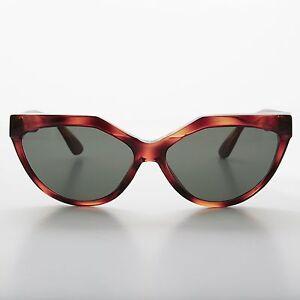 Tortoise Punk Cat Eye Rockabilly Sunglass - Patsy