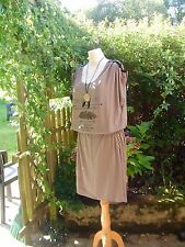 "robe taupe ""message"" lien perle plumes épaules grande taille 54/56 FAB FRANCE"